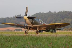 Civilian Spitfire Mk.XVI © Dean West - globalaviationresource.com