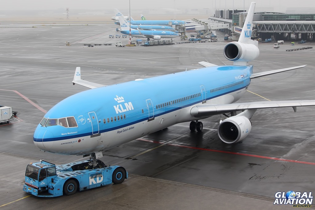 klm we have got a huge My wife and i booked our flight to italy on klm, via amsterdam  we arrive at the  large, international hub and proceed to go through the necessary transfer  process  we've gotten as much as 60 booked rooms for one day.