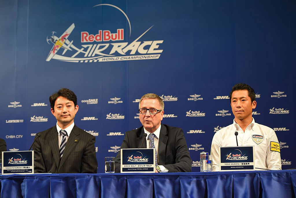 Toshihito Kumagai (Mayor of Chiba City / RED BULL AIR RACE Japan Committee Honorary Chairman JPN , Left ) , Erich Wolf ( General Manager RED BULL AIR RACE , AUT Center ) , Yoshi Muroya (RED BULL AIR RACE Pilpt  JPN , Right ) handshake on Red Bull Air Race Press Conference 2014 at Chiba , Japan on 26 November 2014