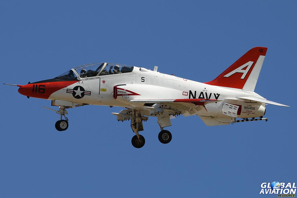 The pilots show their appreciation . © Alan Kenny - globalaviationresource.com