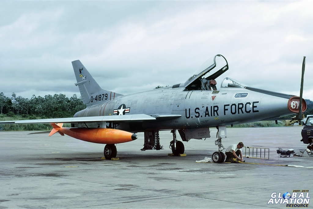 F-100C Super Sabre - Howard AFB - 04/79 © Lindsay Peacock - Global Aviation Resource