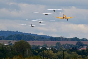 slovak-glider-team-oovsk-baovia---l-13-blank-x4-and-zlin-z-37-bumblebee_39850907581_o