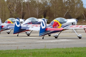 the-flying-bulls-aerobatic-team_39850363771_o
