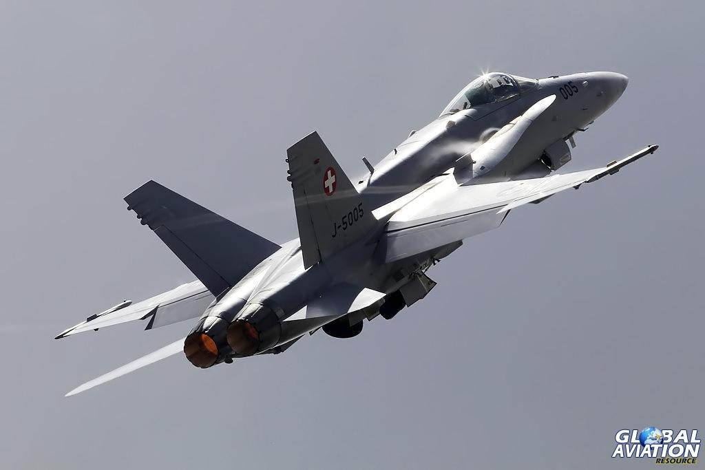 Swiss Air Force F-18 Hornet display © Shaun Schofield - www.globalaviationresource.com