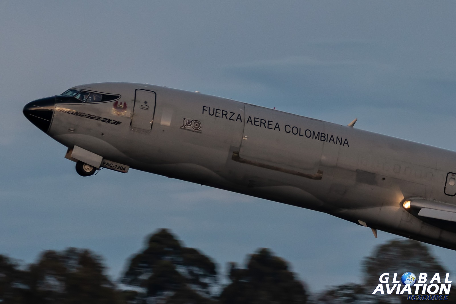 Colombian Air Force Boeing 727-200F - © Paul Filmer, Global Aviation Resource