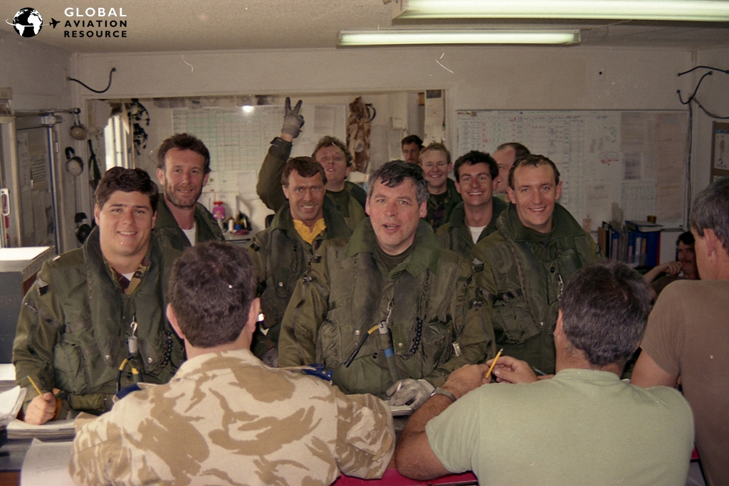 Les took this shot of Jerry and other aircrew before a Desert Storm four-ship sortie (see below!) - Dhahran | 17/01/1991 © Les Hendry