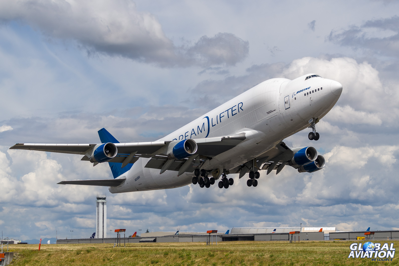 Dreamlifter at Paine Field © Rob Edgcumbe - Global Aviation Resource