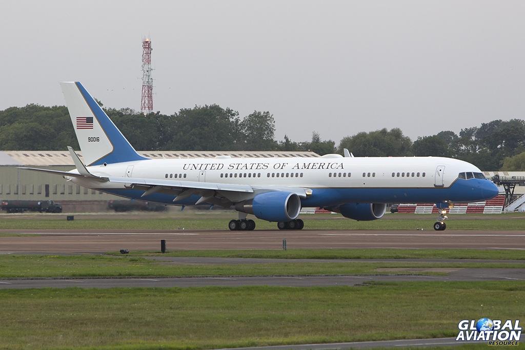 Arriving shortly after AF1 as 'SAM44' was C-32A 99-0016 © Tom Gibbons www.globalaviationresource.com