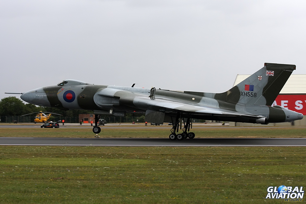 XH558 arrives © Gareth Stringer www.globalaviationresource.com/v2