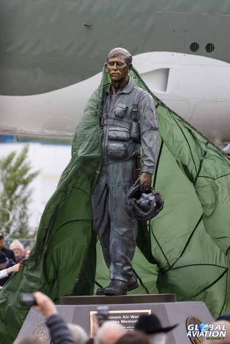 Unveiling the statue - © Rob Edgcumbe Global Aviation Resource