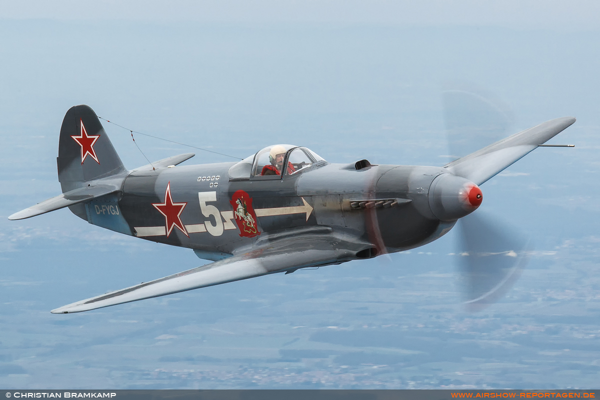 From the Cockpit – Yakovlev Yak-3M (G-OLEG): Gentle learning slopes