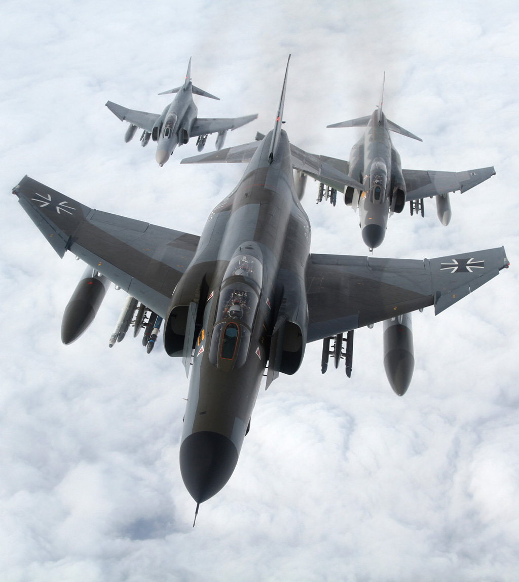 Aviation Feature – The Phinal Contacts: F-4F Phantom refuelling – from tanker & receiver