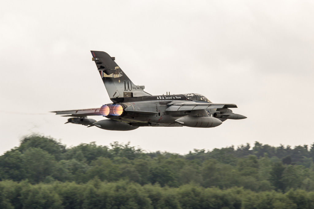 Aviation News – II(AC) Squadron makes commemorative visit to Farnborough