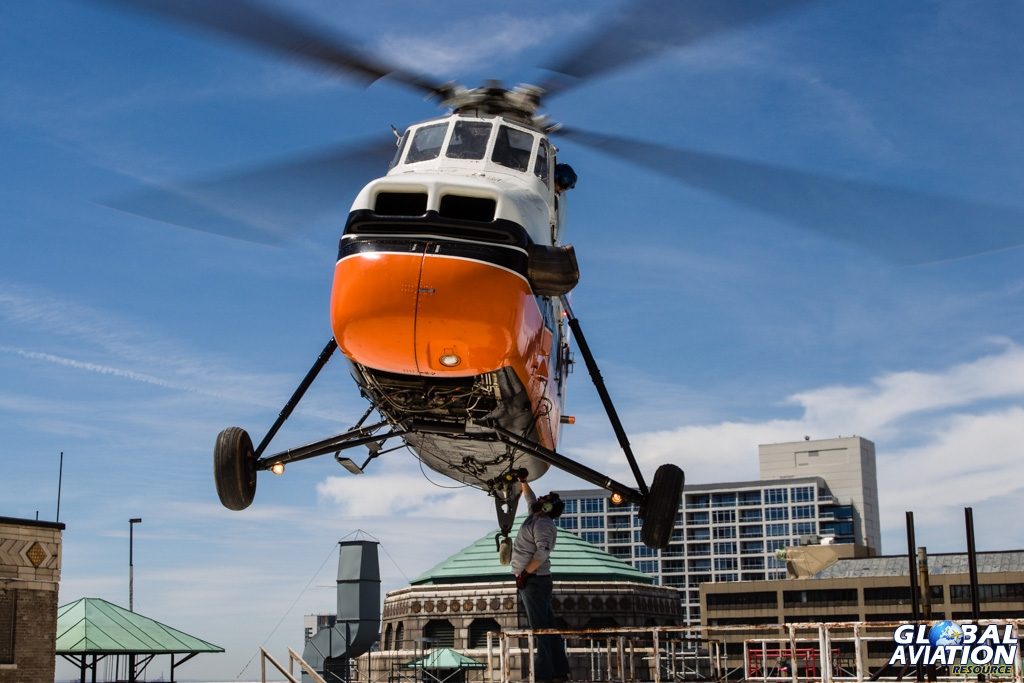 Aviation Feature – Helicopter Lifting in Downtown Chicago