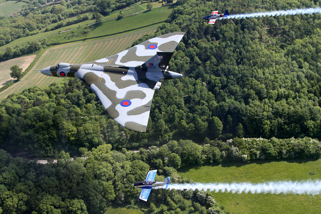 Exclusive Feature & Video – A Unique Formation: The RV8tors & Vulcan XH558