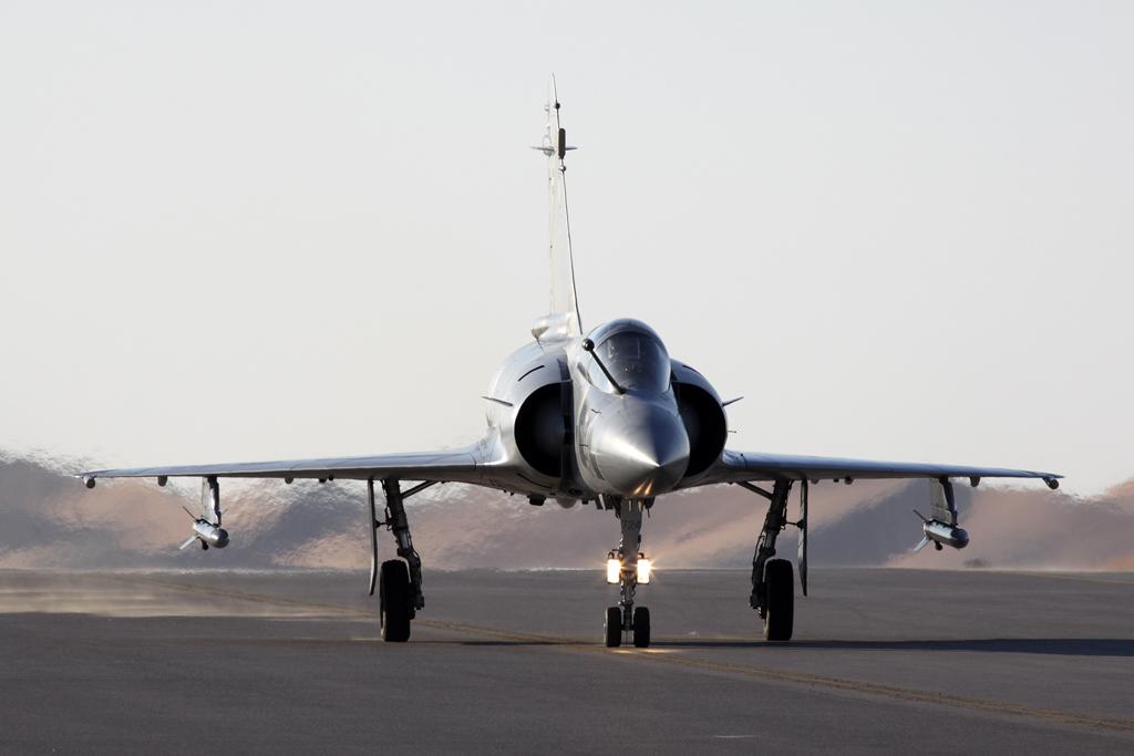 BlogGAR – Karl Drage – UAEAF Dassault Mirage 2000-9EAD at Al Ain Aerobatic Show 2013