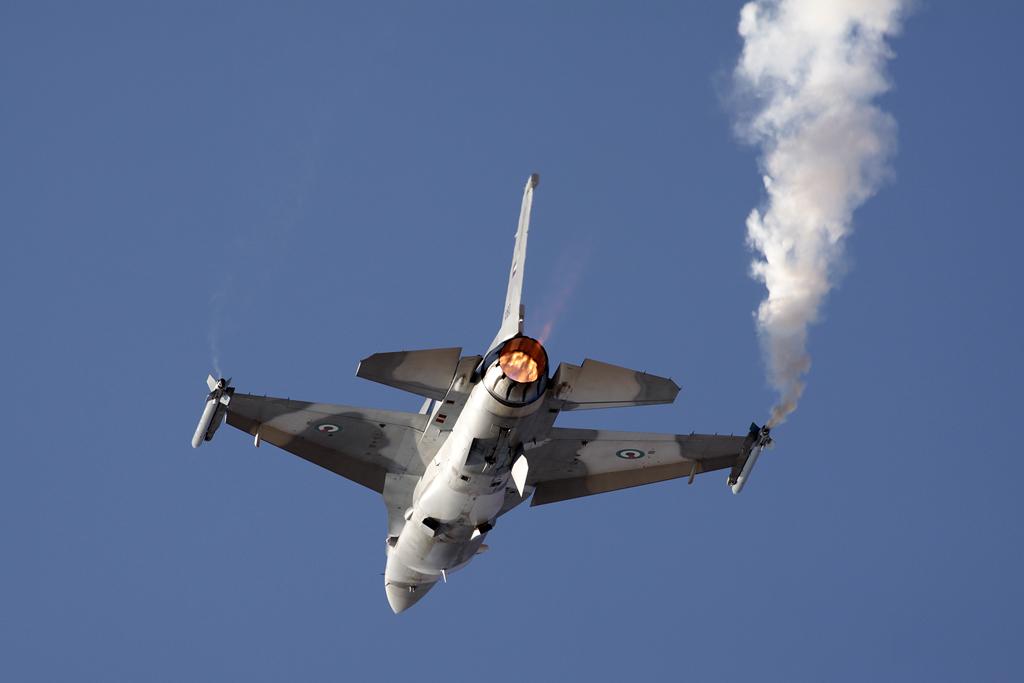 BlogGAR – Karl Drage – UAEAF & AD Lockheed Martin F-16E Desert Falcon at Al Ain