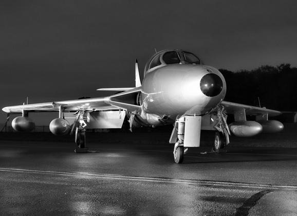 Aviation News – Midair Squadron Hawker Hunter XL577 / G-XMHD receives silver colour scheme