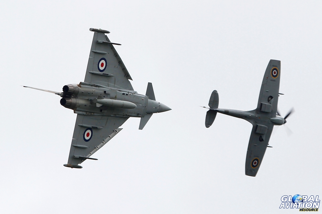 Battle of Britain 75 – Pt.7 – The new meets The Few with Spitfire and Typhoon synchro display